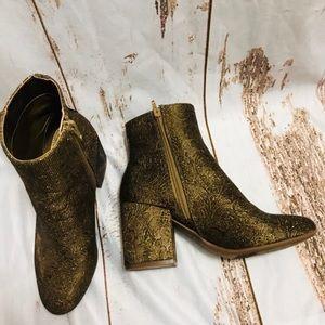 Carlos Santana Gatlin gold brocade pattern booties
